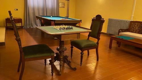 Uma mesa de bilhar em Quinta do Prado Verde