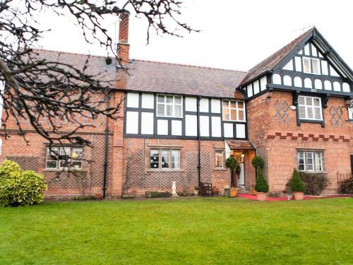 Dodleston Manor