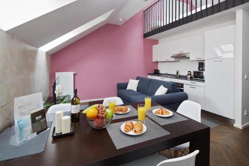 Kuchyň nebo kuchyňský kout v ubytování River Prague Apartments