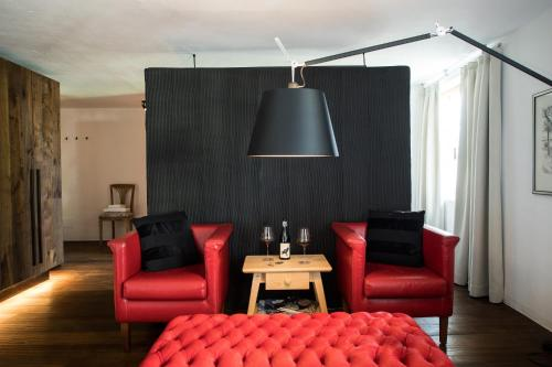 Ein Sitzbereich in der Unterkunft Romantik Hotel Turm