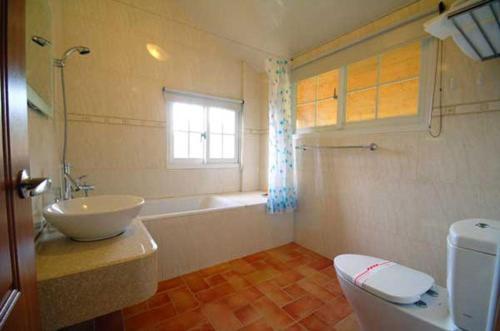A bathroom at Euro Country Villa