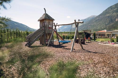 Ein Kinderspielbereich in der Unterkunft Residence Montani