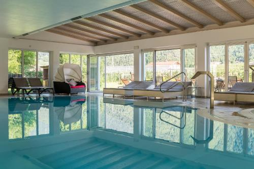 The swimming pool at or near Residence Montani
