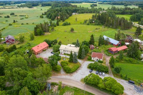 Majoituspaikan Ellilän Kievari kuva ylhäältä päin