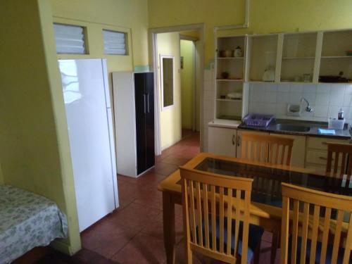 A kitchen or kitchenette at Apartamento no Centro de Porto Alegre