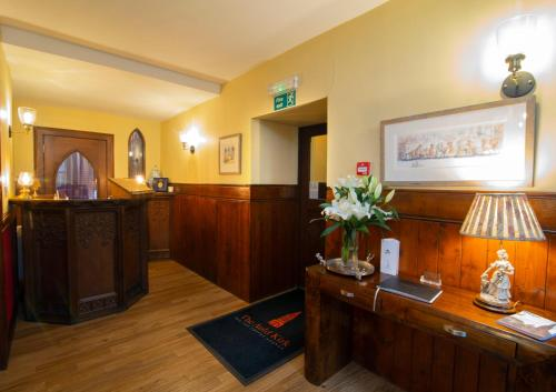The lobby or reception area at The Auld Kirk
