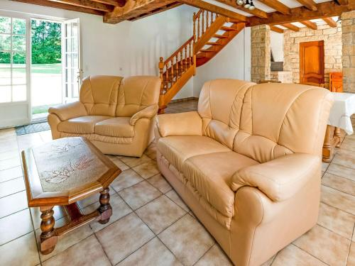 A seating area at Quaint Holiday Home in Logonna-Daoulas near Sea