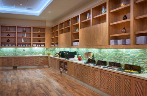 A kitchen or kitchenette at Hyatt House at Anaheim Resort/Convention Center