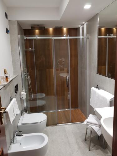 A bathroom at Corsaro Etna Hotel&SPA