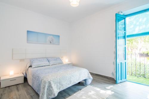 A bed or beds in a room at tuGuest Villa Alegre