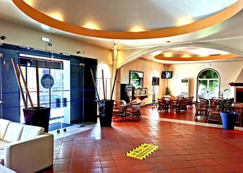 Um restaurante ou outro lugar para comer em Hotel Dom Fernando