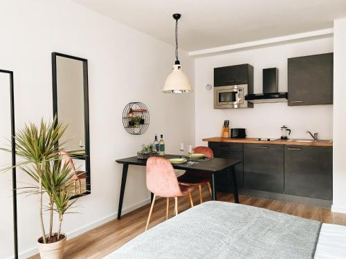 A kitchen or kitchenette at Lorenz Apartments