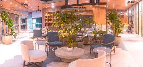 O lounge ou bar de Malibu Plaza Hotel