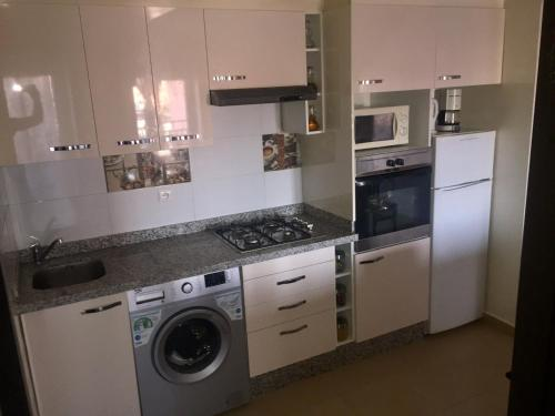 A kitchen or kitchenette at Kenza