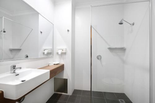 A bathroom at New England Motor Inn