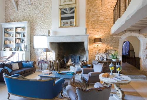 A restaurant or other place to eat at La Bastide de Marie