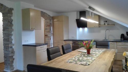 Кухня или мини-кухня в Gästehaus Hosp