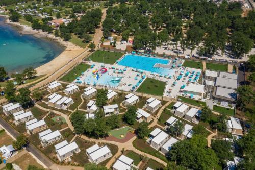 Een luchtfoto van Camping Park Umag Mobile Homes
