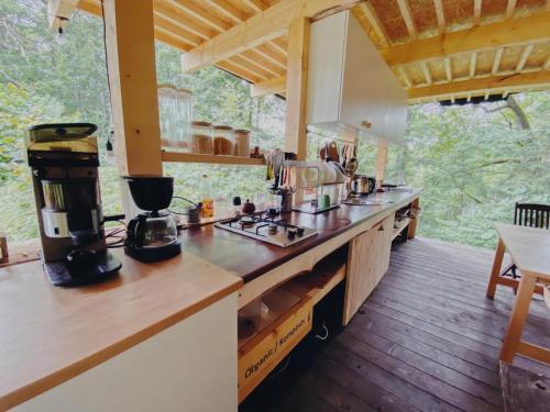Virtuve vai virtuves aprīkojums naktsmītnē Glempings Klaukas