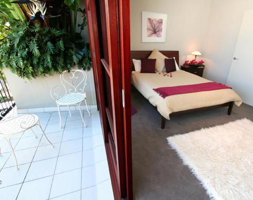 A bed or beds in a room at 6/21-25 Fletcher Street - A Seventh Heaven