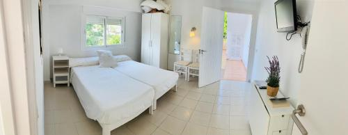 A bed or beds in a room at Apartaments Sa Torre