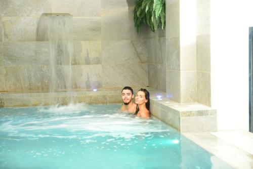 The swimming pool at or near Hotel Mamiani & Kì-Spa Urbino