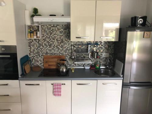 A kitchen or kitchenette at Holiday Home-kuća GORICA VERDE