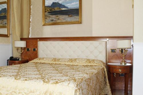 Een bed of bedden in een kamer bij Hotel Villa Pinciana