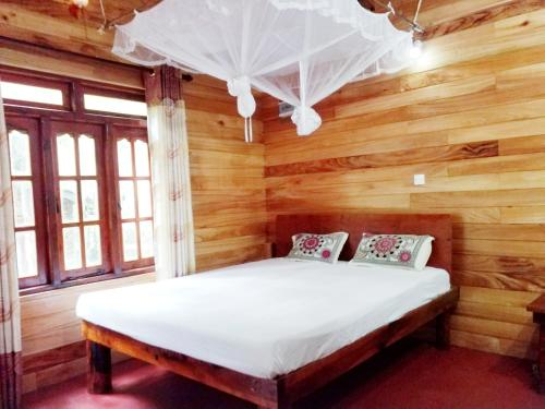 A bed or beds in a room at Ella Green Cottages