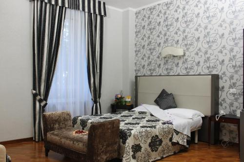 A bed or beds in a room at Villa Aricia