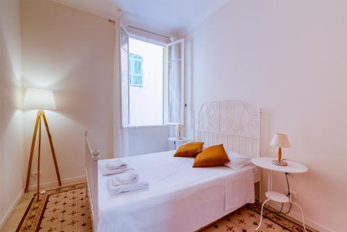A bed or beds in a room at Apartment In The Heart Of Sanremo