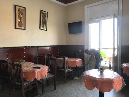 Un restaurante o sitio para comer en City View Hotel