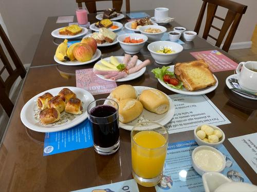 Breakfast options available to guests at Pousada Vovô Nino