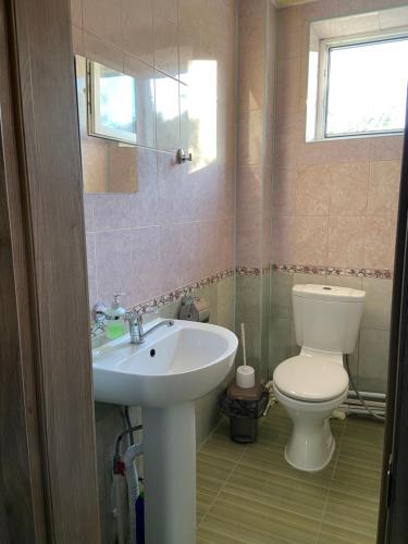A bathroom at LIME
