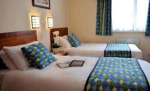 A bed or beds in a room at Heights Hotel