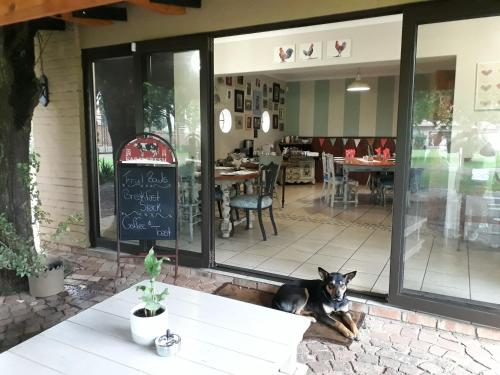 A restaurant or other place to eat at Raintree Guest House