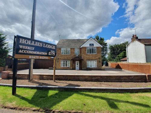 Hollies Lodge