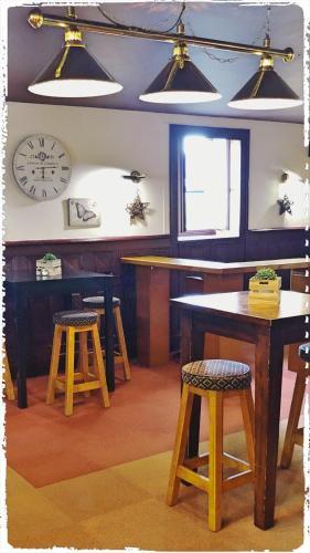 A restaurant or other place to eat at Hôtel le Bretagne et Restaurant Le Papillon