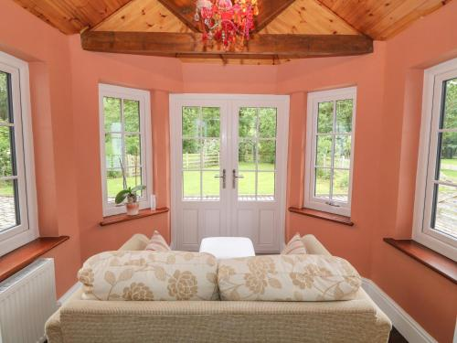 A bed or beds in a room at Bawbee Cottage