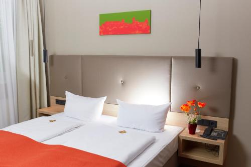 A bed or beds in a room at Hotel Alpha