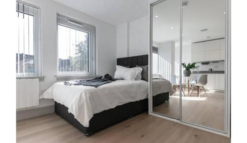 A bed or beds in a room at Finchley Modern Studio Apartments M