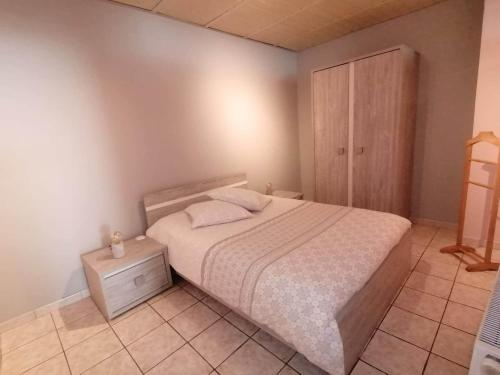 A bed or beds in a room at Superbe appartement de 65m2 proche de tout