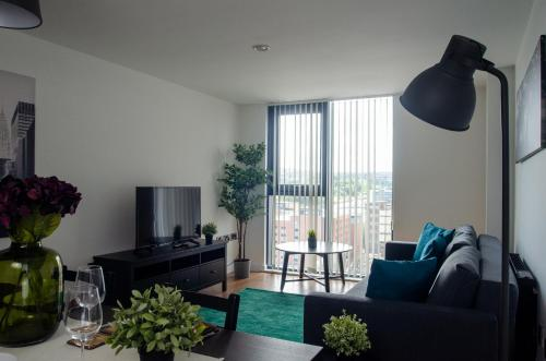 Contractors - book now for 2021! Sleeps 4, single beds, secure parking! City Centre Location