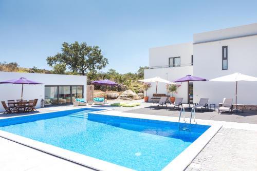 The swimming pool at or near Quinta das Lavandas