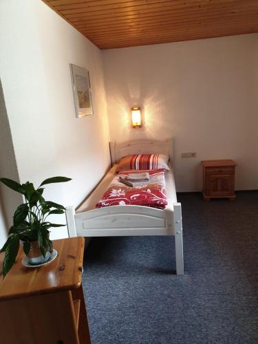 Ein Bett oder Betten in einem Zimmer der Unterkunft Saloon Halfenhof Ramersbach