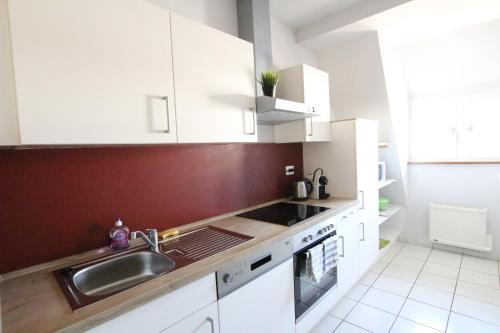 A kitchen or kitchenette at Colmar City Center - Cosy Appartement BED' N' BREDALA Max