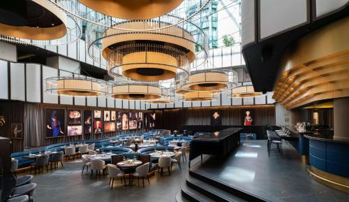 מסעדה או מקום אחר לאכול בו ב-Radisson Collection Grand Place Brussels