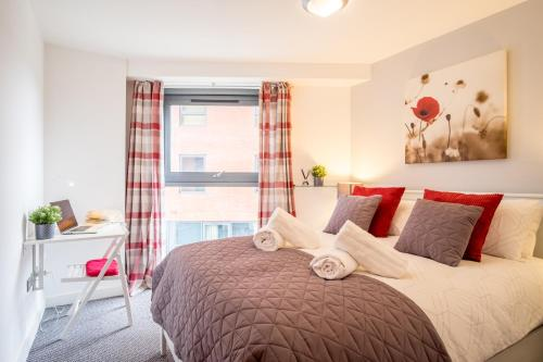 Stylish City 2 Bed, 2 Bath, FREE PARKING & WiFi