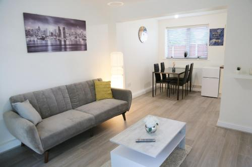 Gorgeous ground floor apartment + free parking