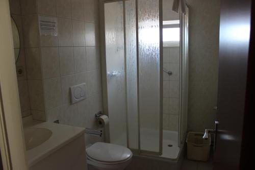"""Ein Badezimmer in der Unterkunft Hotel Cafe Restaurant """"De Klok"""""""